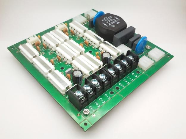 Panel compuesto con kit de filtros y conexiones.
