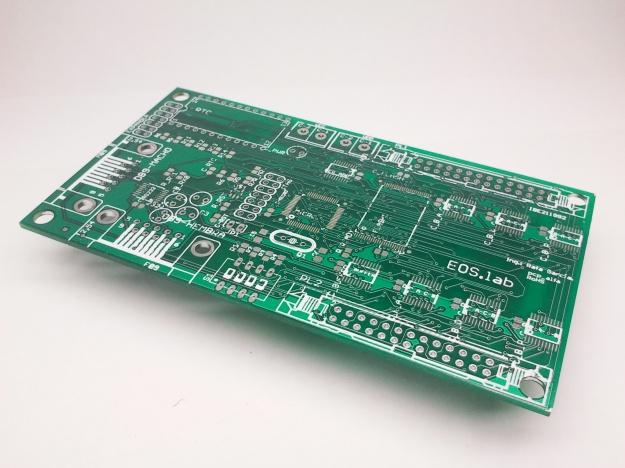 PCB prototipo de la tarjeta de control de pantallas LED y cruces de farmacia.